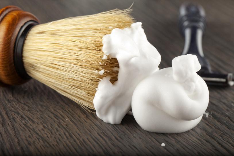 Popularna pianka do golenia przydaje się podczas domowych porządków /123RF/PICSEL