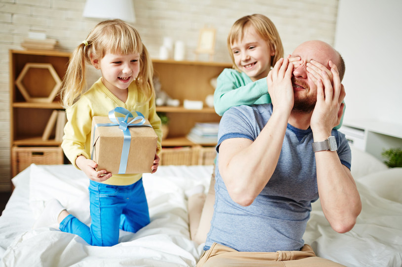 Popularne sieci handlowe przygotowały szerokie oferty na Dzień Ojca /123RF/PICSEL