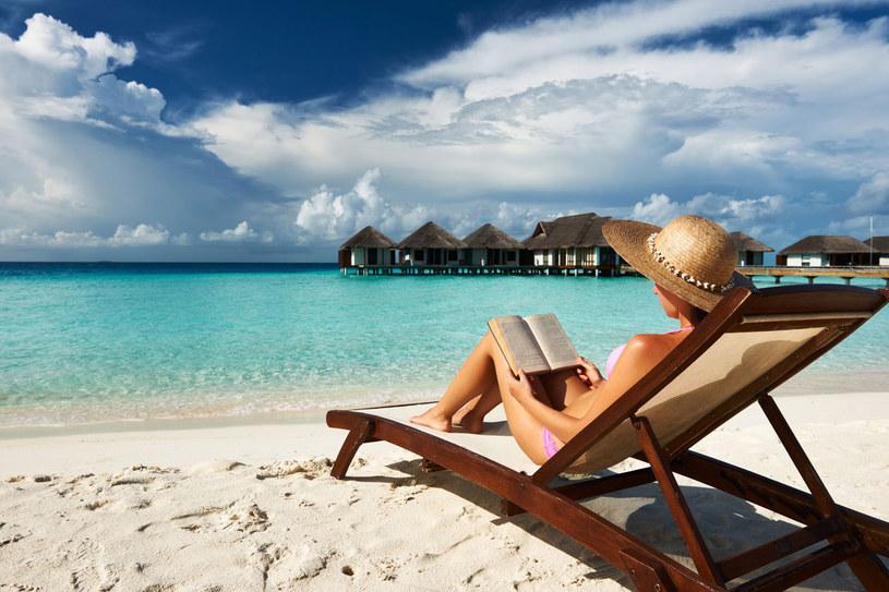 Popularnością cieszą się tropikalne wyspy, np. Mauritius czy Malediwy /123RF/PICSEL