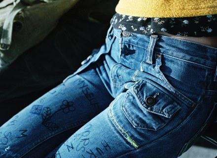 Popularnym zjawiskiem było własnoręczne przerabianie ubrań