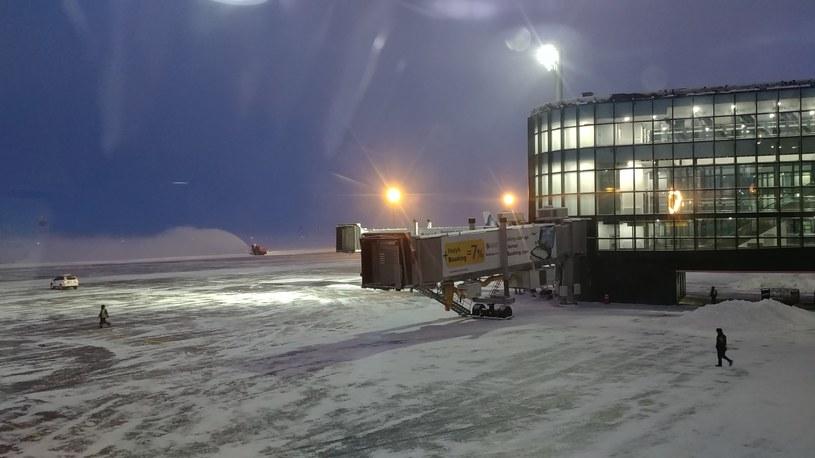 Poranek na lotnisku w Nur-Sułtan, czyli Astanie. /INTERIA.PL
