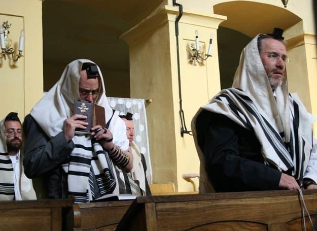Poranna modlitwa w synagodze Remu, fot. W. Olszanka /East News