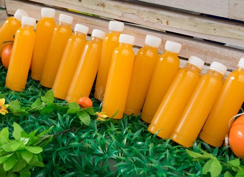 Poranna szklanka soku pomarańczowego pobudza lepiej niż kawa /Picsel /123RF/PICSEL