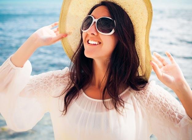 Porażenie słoneczne wywołane jest przegrzaniem, najczęściej głowy i karku /Picsel /123RF/PICSEL