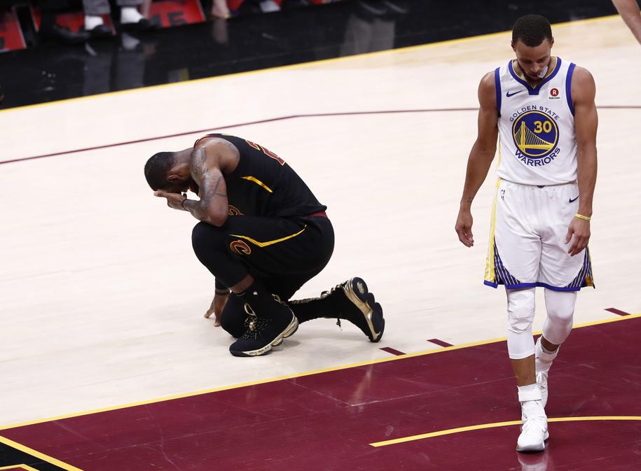 Porażka Cleveland Cavaliers była dotkliwa /LARRY W. SMITH /PAP/EPA
