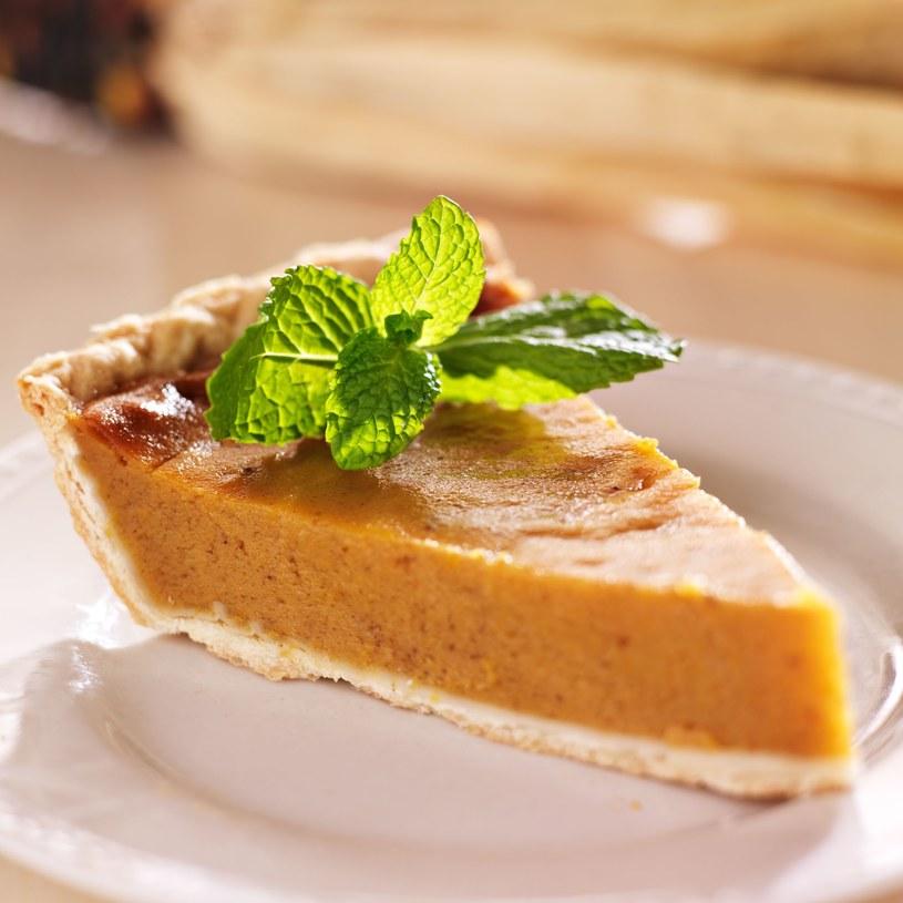 Porcja ciasta dyniowego ma 100 kalorii mniej od tradycyjnej szarlotki /123RF/PICSEL