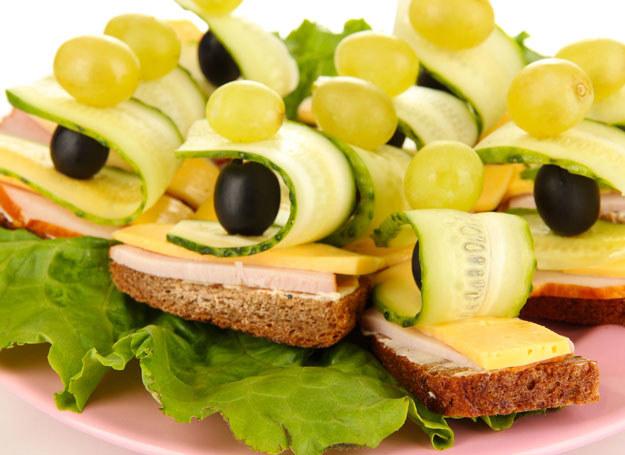 Porcje powinny być małe - kanapki, tartinki i przekąski /123RF/PICSEL