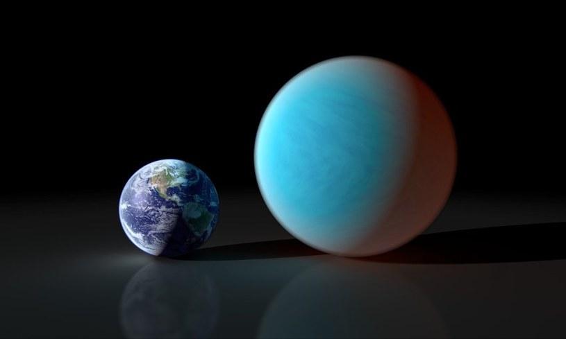 Porównanie wielkości 55 Cnc e i Ziemi. Kolor 55 Cnc e nie odpowiada rzeczywistemu - prawdopodobnie w paśmie wizualnym ta egzoplaneta jest znacznie ciemniejsza. /NASA
