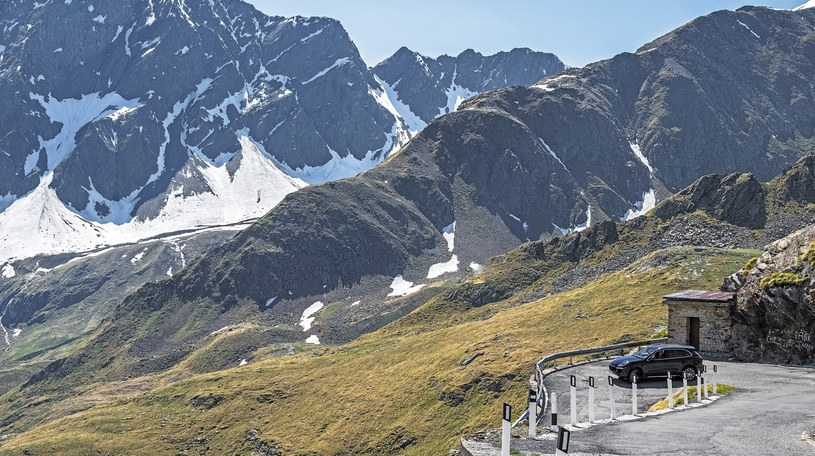 Porsche Cayenne w pobliżu Mont Blanc /