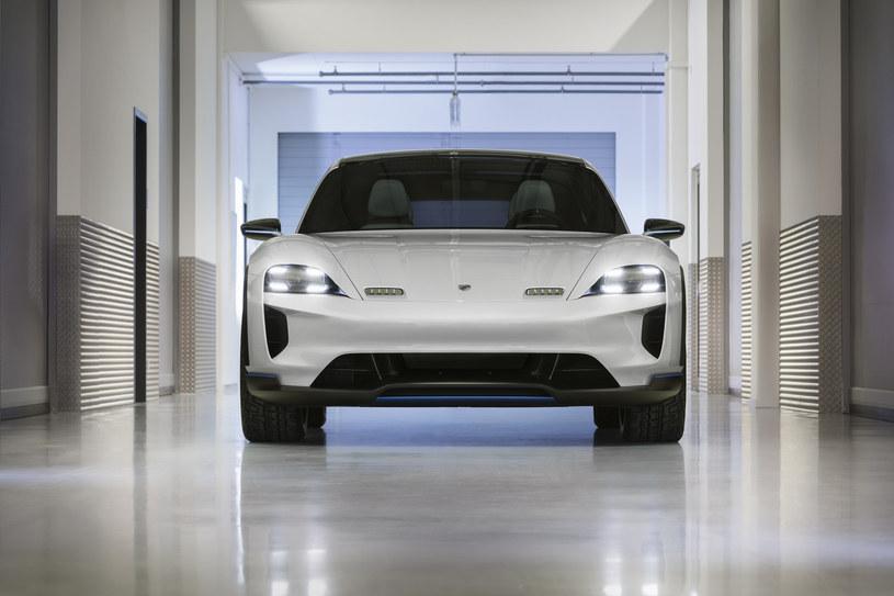 Porsche Mission E Cross Turismo /