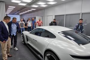 Porsche na prąd czyli Taycan. Co na to fani marki?