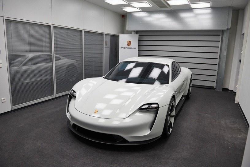 Porsche Taycan /