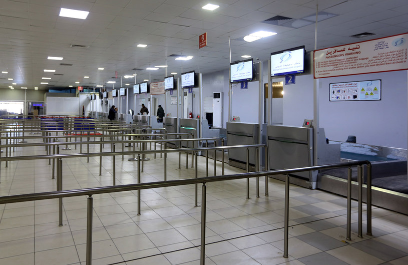 Port lotniczy Mitiga w Trypolisie /MAHMUD TURKIA  /AFP