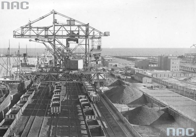 Port w Gdyni. Zdjęcie sprzed wybuchu wojny /Z archiwum Narodowego Archiwum Cyfrowego