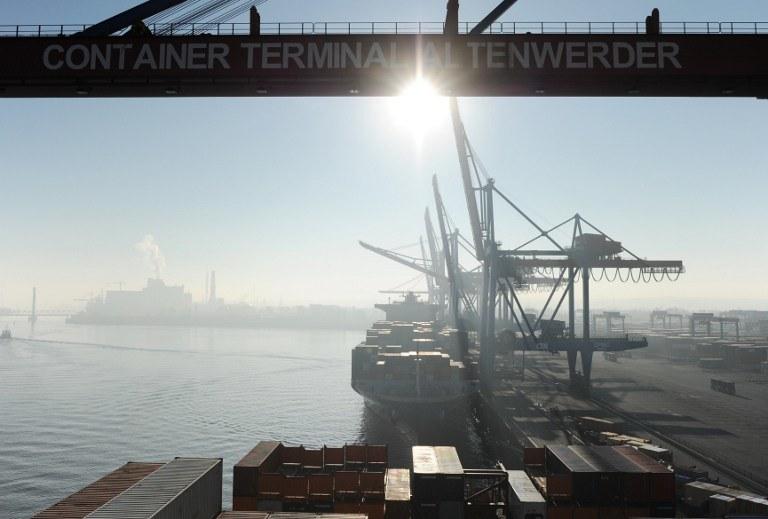 """Port w Hamburgu - coraz więcej miast w Europie chce być """"smart"""" /AFP"""
