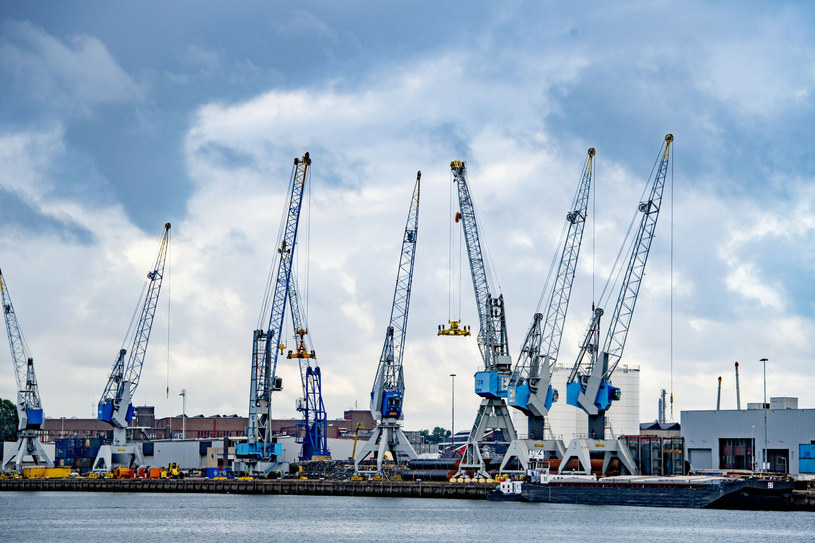 Port w Rotterdamie jest jednym z największych w Europie. Zdjęcie ilustracyjne /Robin Utrecht/Sipa USA /East News