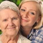 Portfel dziadka i babci. Jak finansowo radzą sobie najstarsi Polacy? Kto ich oszukuje?