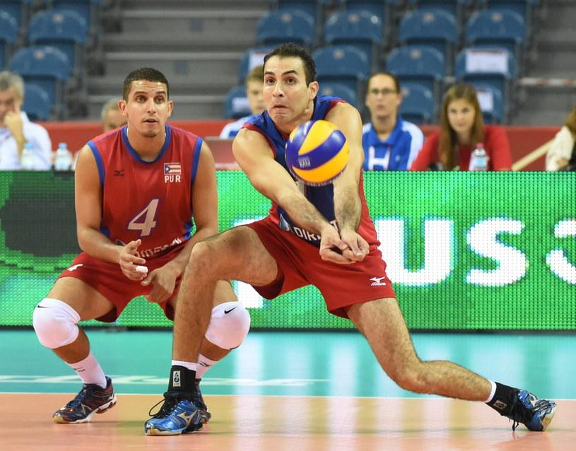 Portorykańczycy Dennis Del Valle (L) i Jose Rivera (P) podczas meczu grupy D z Włochami /Jacek Bednarczyk /PAP