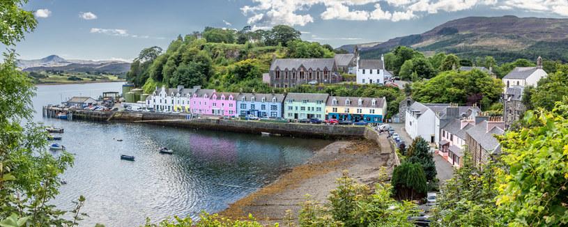 Portree jest niezwykle urokliwym miasteczkiem na Isle of Skye /123RF/PICSEL