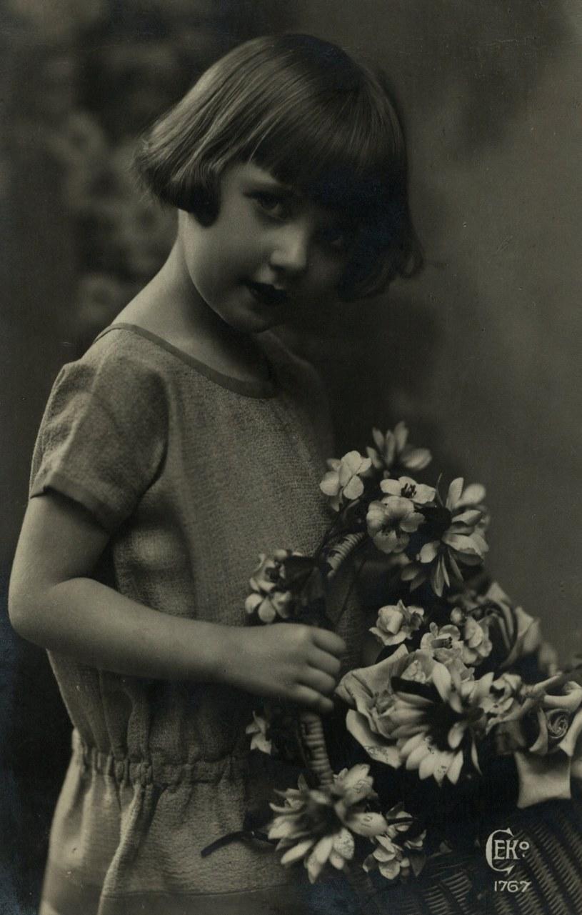 Portret anonimowej dziewczynki. Fotografia z dwudziestolecia międzywojennego (domena publiczna) /Ciekawostki Historyczne