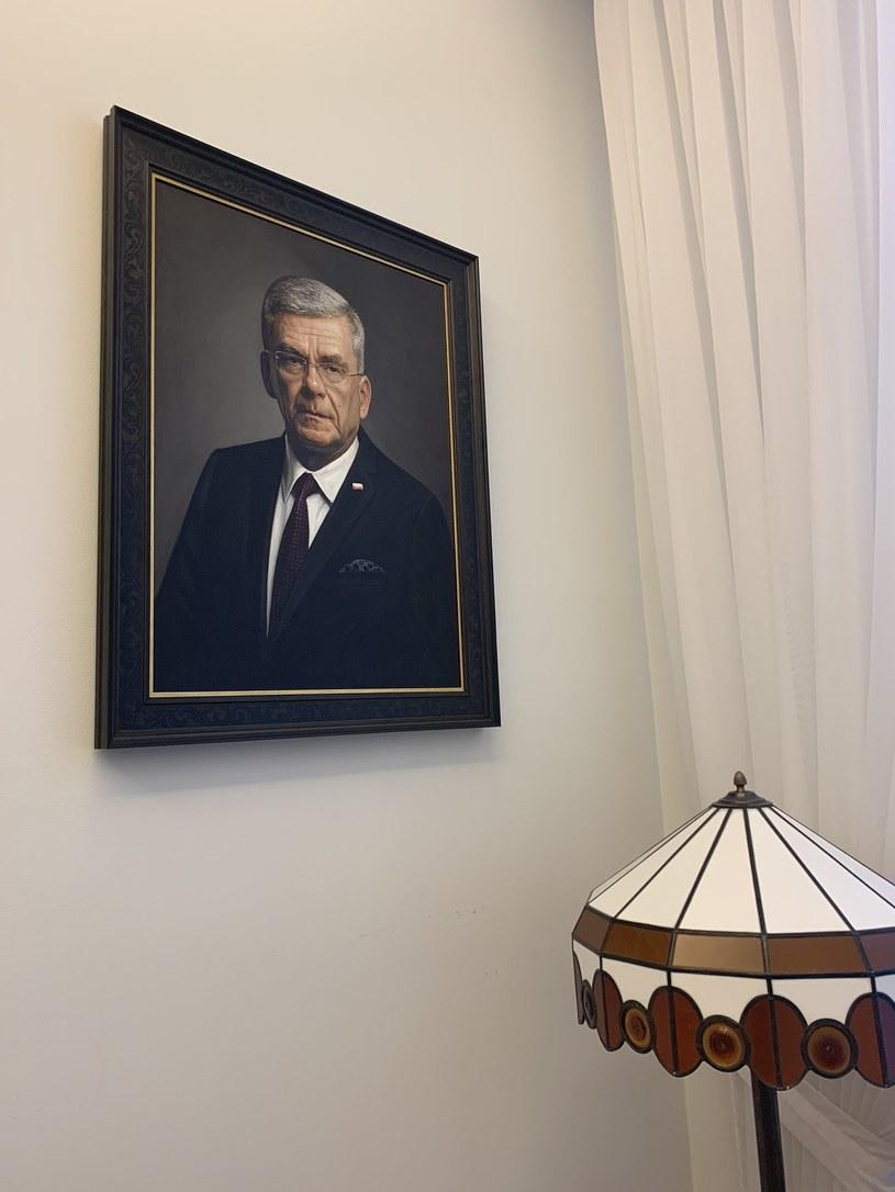 Portret Stanisława Karczewskiego zawisł w poczekalni przed gabinetem wicemarszałka /INTERIA.PL
