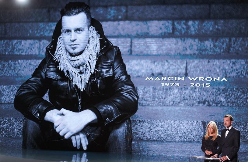 Portret zmarłego reżysera Marcina Wrony wyświetlony podczas gali wręczenia nagród 40. Festiwalu Polskich Filmów Fabularnych w Gdyni /Adam Warżawa /PAP