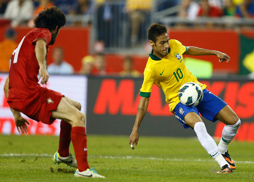 Portugalczycy mieli ogromne problemy, żeby zatrzymać Neymara /AFP