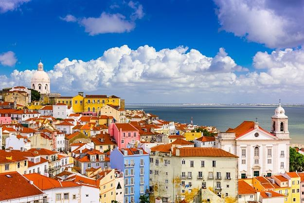 Portugalia rozważnie wychodzi na prostą. Na zdj. Lisbona /©123RF/PICSEL