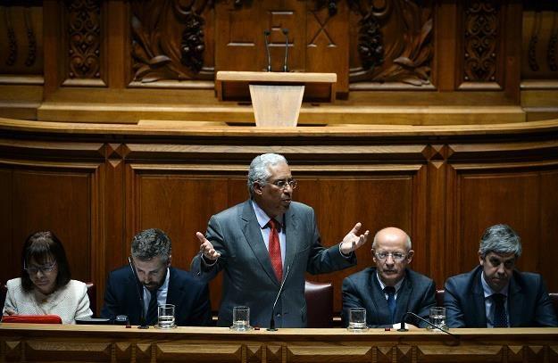 Portugalia wprowadza opłaty za tankowanie pojazdów z napędem elektrycznym /AFP