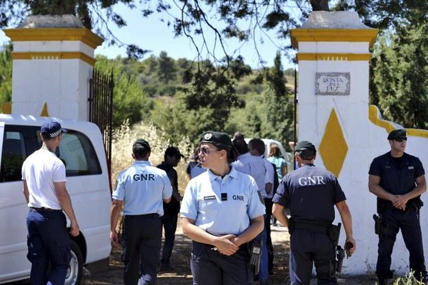 Portugalska policja na miejscu poszukiwań /FILIFPE FARINHA /PAP/EPA