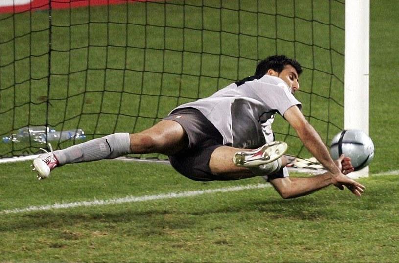 Portugalski bramkarz Ricardo broni rzut karny bez rękawic /Martin Rose /Getty Images
