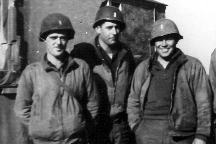 Porucznik Lee (z lewej) po bitwie /Wikimedia Commons /INTERIA.PL/materiały prasowe