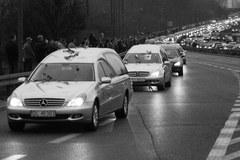 Poruszający kondukt w Warszawie