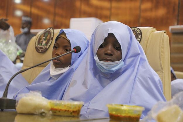 Porwane przez gang i uwolnione dziewczęta ze szkoły średniej w Jangebe /STR /PAP/EPA