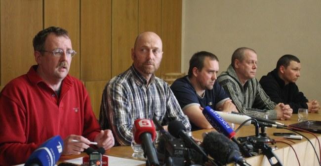 Porwani obserwatorzy na konferencji prasowej /PAP/EPA/IGOR KOVALENKO /PAP/EPA