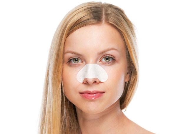 Pory są niczym płuca dla skóry, pozwalają jej oddychać, a ponadto służą odprowadzeniu łoju i potu /123RF/PICSEL