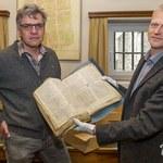 Porządkował strych. Znalazł 450-letnią księgę napisaną gotykiem