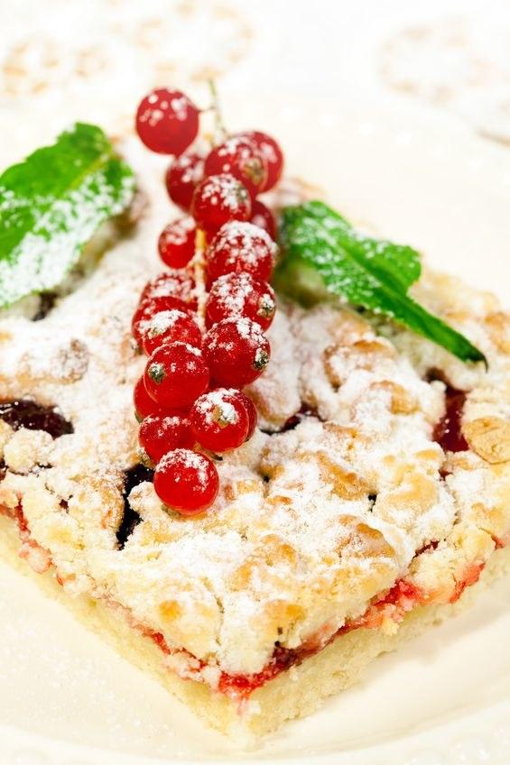 Porzeczkowe ciasto z kruszonką /123RF/PICSEL