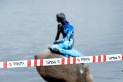 """Posąg """"Małej Syrenki"""" w Kopenhadze oblany niebieską farbą"""