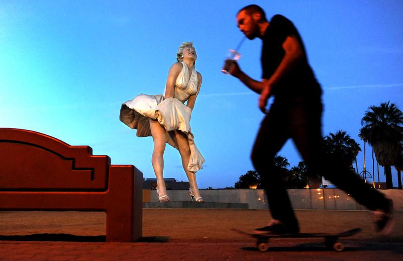 Posąg Marilyn Monroe nie dla dzieci? /Wally Skalij/Los Angeles Times /Getty Images