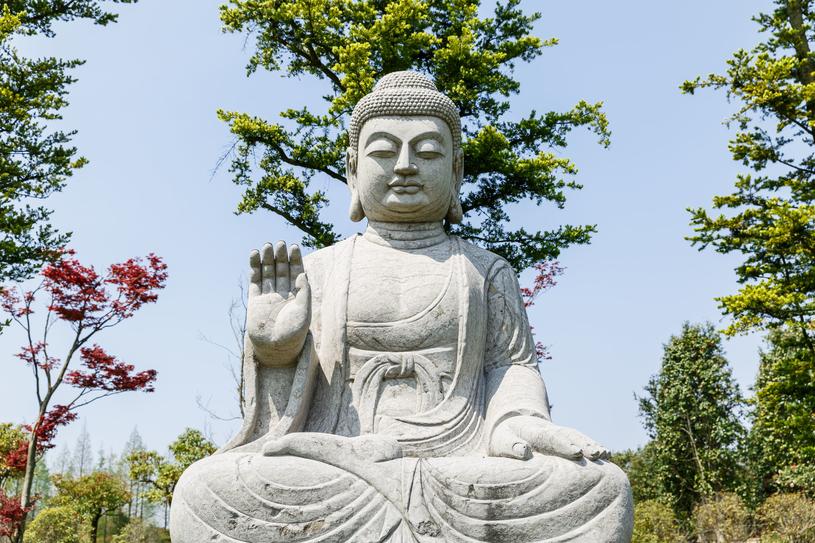 Posągi Buddy są nieodłączną częścią krajobrazu Szanghaju /123RF/PICSEL