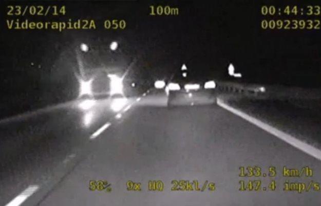 Pościg za kierowcą jadącym pod prąd /