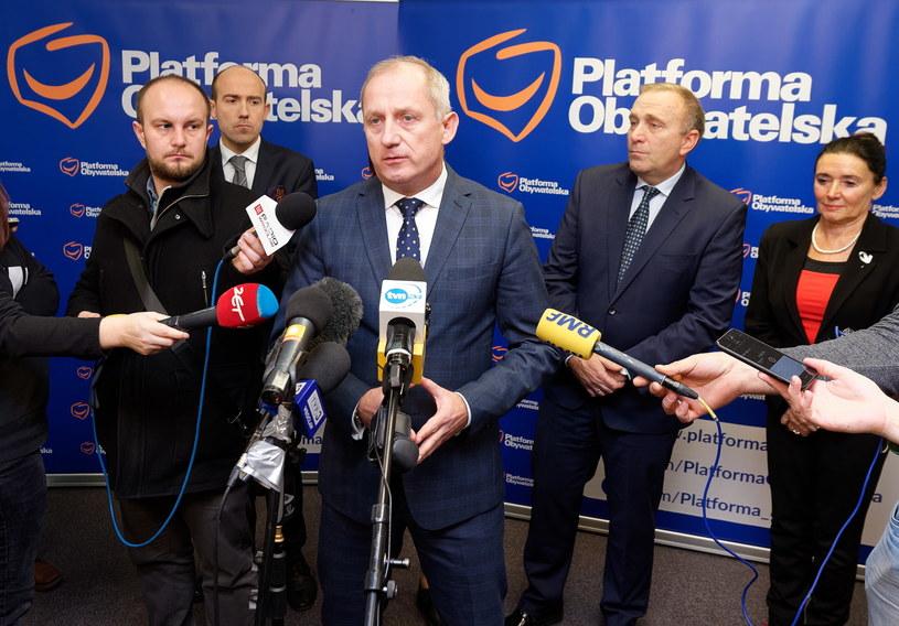 Poseł Borys Budka, przewodniczący klubu PO Sławomir Neumann, przewodniczący PO Grzegorz Schetyna oraz posłanka Alicja Chybicka /Jan Karwowski /PAP