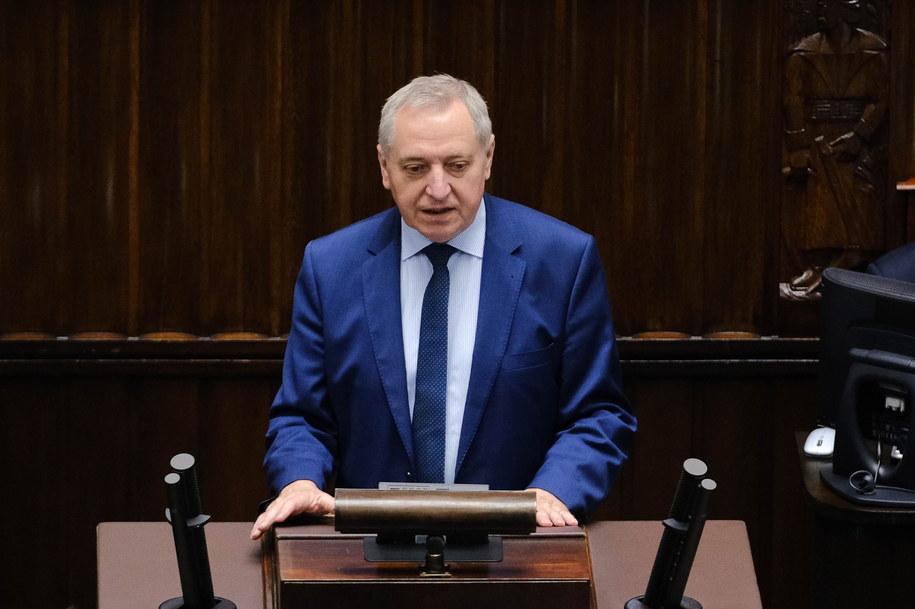 Poseł Henryk Kowalczyk na sali obrad w ostatnim dniu posiedzenia Sejmu /Henryk Kowalczyk /PAP