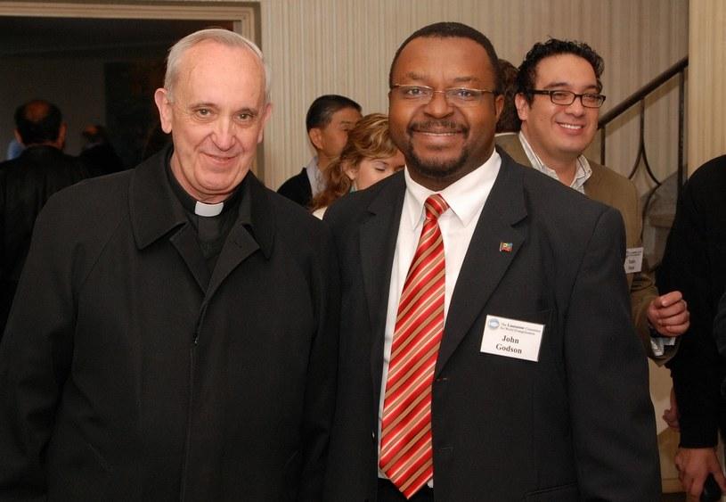 Poseł John Godson i kardynał Bergoglio /facebook.com