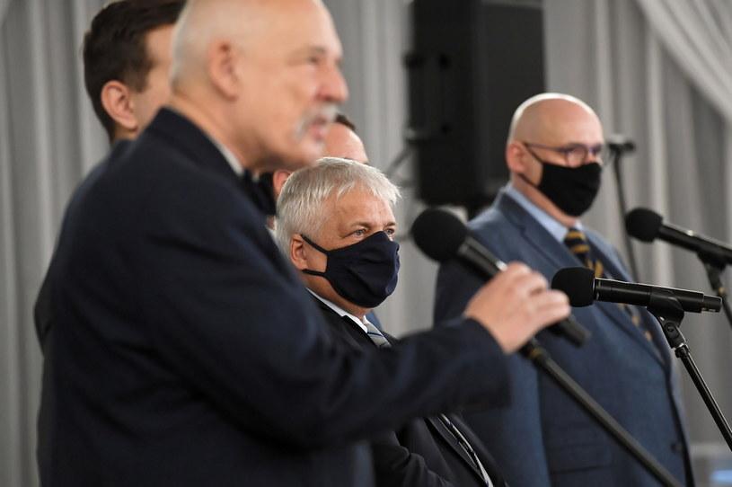Poseł Konfederacji Janusz Korwin-Mikke, prawnik Robert Gwiazdowski oraz poseł PSL Piotr Zgorzelski /Piotr Nowak /PAP