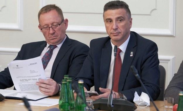 Poseł Kukiz'15 Jarosław Sachajko (po prawej) /Mateusz Marek /PAP