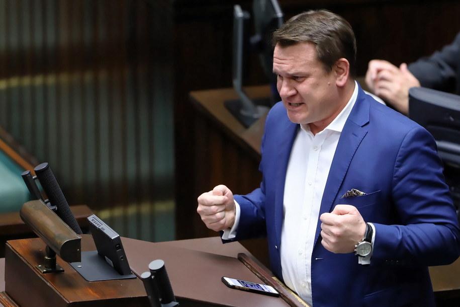 Poseł PiS Dominik Tarczyński podczas posiedzenia Sejmu /Rafał Guz /PAP