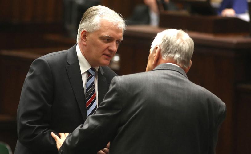 Poseł PO Jarosław Gowin (L) i poseł PSL Józef Zych (P) podczas posiedzenia Sejmu. /Tomasz Gzell /PAP