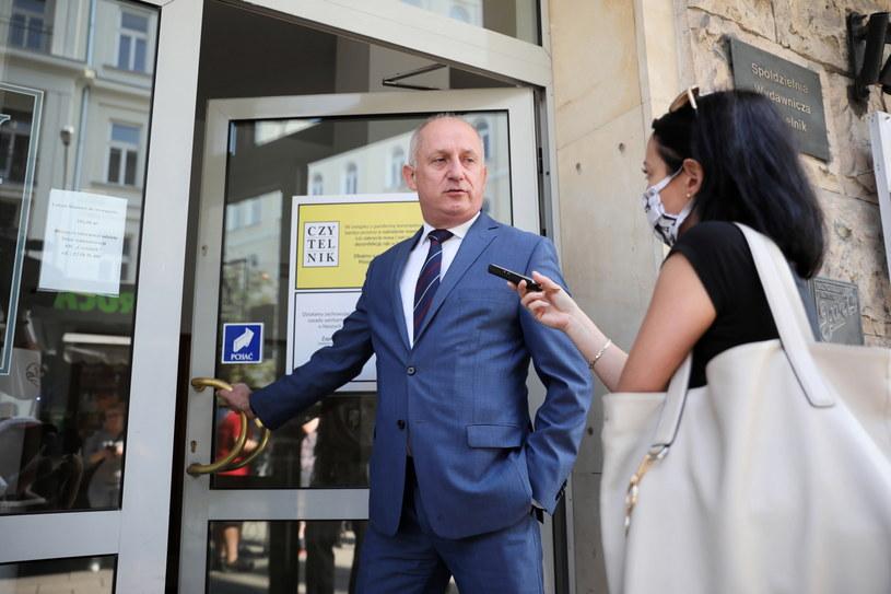 Poseł PO Sławomir Neumann (L) w drodze na obrady zarządu partii /Leszek Szymański /PAP